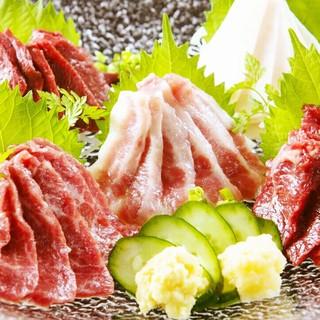 看板メニュー『馬刺し』をはじめ、熊本の郷土料理に舌鼓。