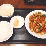 和平飯店 - 鶏肉と野菜炒め(780円)【平成28年11月14日撮影】