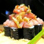 uomori - 大漁7種海鮮のっけ巻き寿司¥1080
