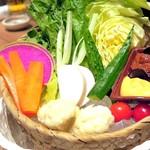 uomori - 新鮮野菜の桶盛り¥850