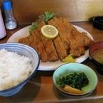 とんかつ 真花 - ¥200-のご飯味噌汁お新香