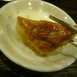 寺岡商店 - 餃子に柚子胡椒をつけて食べます