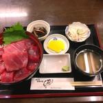 魚喰いの大間んぞく - 3色マグロ丼                              3100円