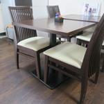 あき乃 - テーブル3つ、カウンターが4席