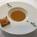 Le Ciel - ワタリガニのビスクにズワイガニのパイ、パイを浸すと2種類の蟹の旨味が最高