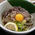 山下うどん - 肉ぶっかけ + 生卵