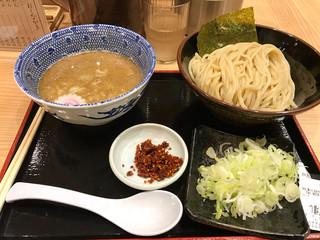 舎鈴 田町駅店 - 赤辛つけ麺(普通盛)トッピングネギ 830円 苦手だと思っていたつけ麺を美味しく食べることができた!