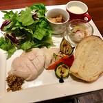 58914679 - ベジタブルプレート 980円(小さなポタージュにむね肉のステーキ、サラダ、野菜ローストにパンドリンク付き)