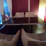 カフェ&バー アルファ - テーブル席