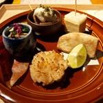 58918201 - ■旬彩:菊菜と茸の浸し、清鰹の山かけ とんぶり、出汁巻きサンド、海老芋素揚げ、帆立菊花焼