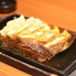 旨唐揚げと居酒メシ ミライザカ - ◆羽付付き餃子