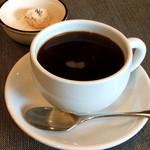 58919841 - 食後のコーヒーも美味しい。茶菓子は、気まぐれで付くオマケとのこと。