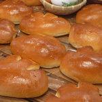 グランクレール - 料理写真:自家製のカスタードをふわふわの生地でつつんだ「ふわとろクリームパン」