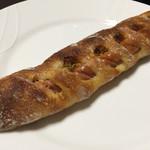 マエジマ製パン - 大山あらびきウインナーのフランスパン ¥210 とてもバランスの良いパンでした。