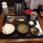 越後屋喜八郎 - ぶり天塩焼き定食990円