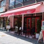 ケーキハウス ノエル - お店の外観です。中で食べられます♪