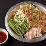 日本三昧 鉄板鍋 十焼十鍋 - 今年の流行りの『食べるラー油もつ鍋』TVにも出演☆程よいからさが美味しい