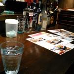 バンコクガーデン - [内観] 店内 カウンター上 メニュー & アルコール類