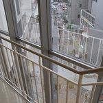 スターバックス・コーヒー - 階段(3F〜4F)から見える風景