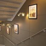 スターバックス・コーヒー - 階段(3F〜4F)の壁に飾ってあるアート