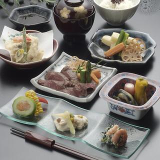 瀬戸内の旬の刺身、煮付、焼魚。絶品海の幸で一杯いかがですか。