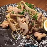 路地裏のShiki - 鶏もも肉と焼きカブのオイルパスタ