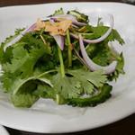 フレンチバル KATO - パクチーとゴーヤのサラダ