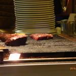 肉バル銀次郎 - (その場で焼いてすぐ出してくれます)