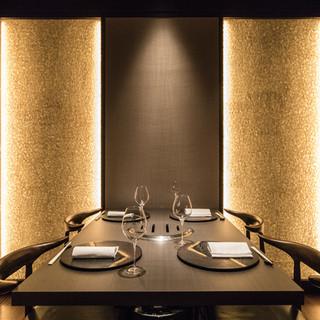 【全席個室】洗練された個室は、ゆったりとくつろげる贅沢空間