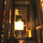 BARすがはら 渋谷本館 - 2Fの部屋の入口の床は強化ガラス