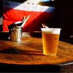 アウグス谷中ビアホール - アウグスクアトロ テイクアウトして外のスタンディング席で飲めます