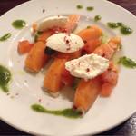 ザ・ニューヨークカフェ - アボカド・サーモン・リコッタチーズのミルフィーユ(580円)