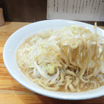ラーメン神豚 - 麺は太麺です