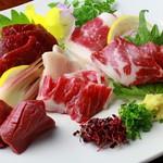 越中鮮魚居酒屋 かざくら - 馬刺し5種盛り