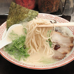 博多ラーメン 替玉食堂 - 麺は極細麺