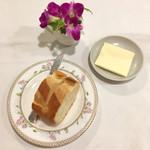 シェ・ソーマ - パンとバター。
