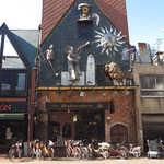 メフィストフェレス - ひろめ市場の近く、特徴的な外観を見せる喫茶「メフィストフェレス」