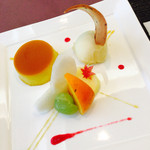 58968865 - かぼちゃのプリン・パッションフル-ツのシャ-ベット・季節のフル-ツ(梨・林檎・柿・葡萄)