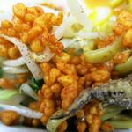 Tonari - ピリ辛の揚げ玉が良いアクセント