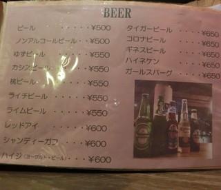 デザインウェアズカフェ - ビールだけでも多種類。500円~。メニュー写真は室内がやや暗めでキレイに写せず、断念。