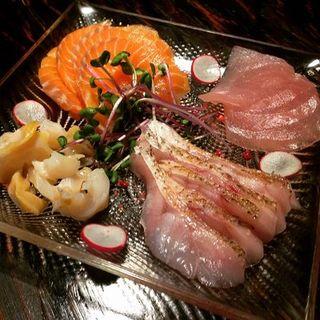 のどぐろなど北陸の新鮮魚介を扱っております。