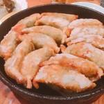 かき川 - 鉄なべ餃子〜これが一番気に入りました(^^)