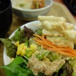 ホテルルートイン - タップリサラダ
