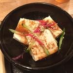 高知県芸西村 土佐鴨 - 小鉢は豆腐