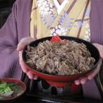 資さんうどん 太宰府店 - うどん食べないの選択もありです(笑)。                             牛肉肉丼660円。                             ちなみに豚豚丼660円もあります。