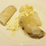 レストラン アレナ - 3皿目。                             La Blanche(ラ ブランシュ)                             水蛸・蕪・オリーブパウダー