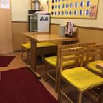 天丼専門店 てんき - テーブル席あります