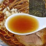 でうら - 料理写真:らあめん(大盛り)650円(スープ)