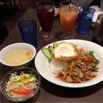 THAIFOOD DINING&BAR マイペンライ - ガパオライス 税込980円