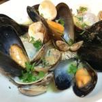 スノー グース - 貝類の白ワイン蒸し